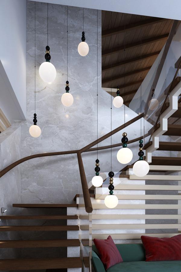 каскадная люстра на лестнице